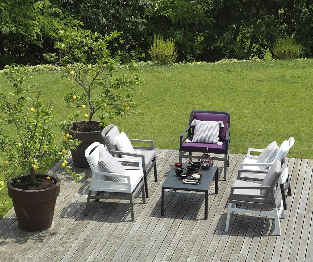 Poltrona da giardino ed esterno con cuscini aria nardi for Poltrona giardino
