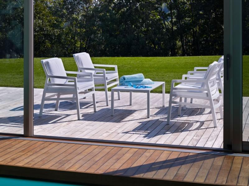 Poltrona da giardino ed esterno con cuscini aria nardi for Arredo giardino cuscini