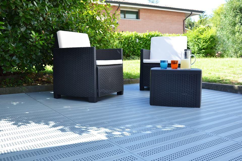 Piastrella in plastica per pavimentazione drenante per esterno e terrazzo e giardino - Piastrelle di plastica ...