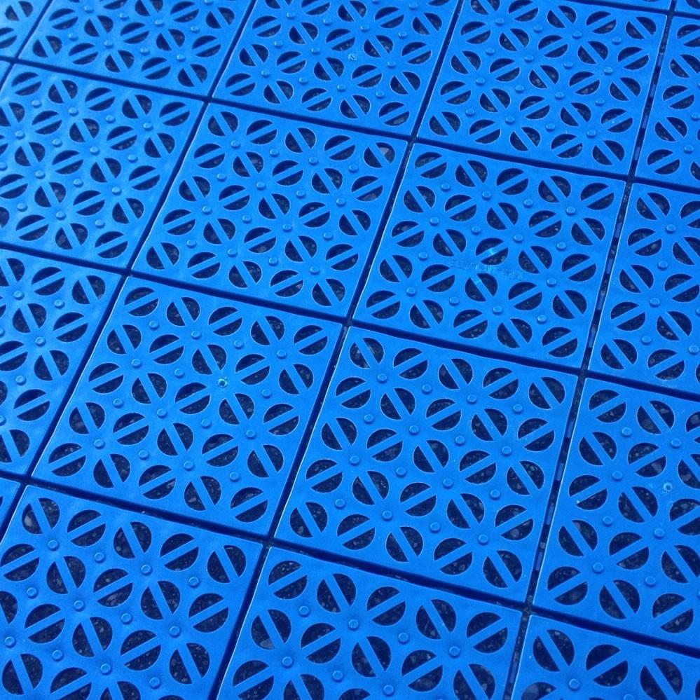 Pavimentazione per piscine fuori terra gonfiabile for Piastrelle per interno piscina