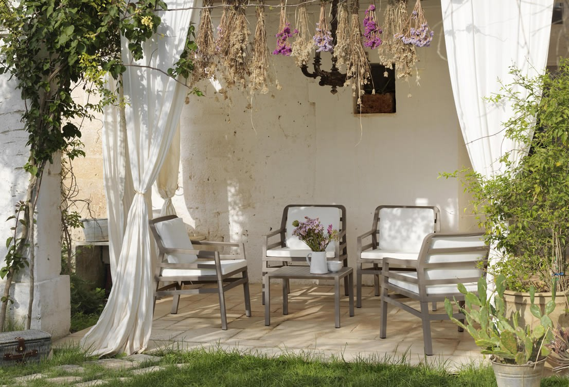 Poltrona da giardino ed esterno con cuscini aria nardi for Cuscini da esterno