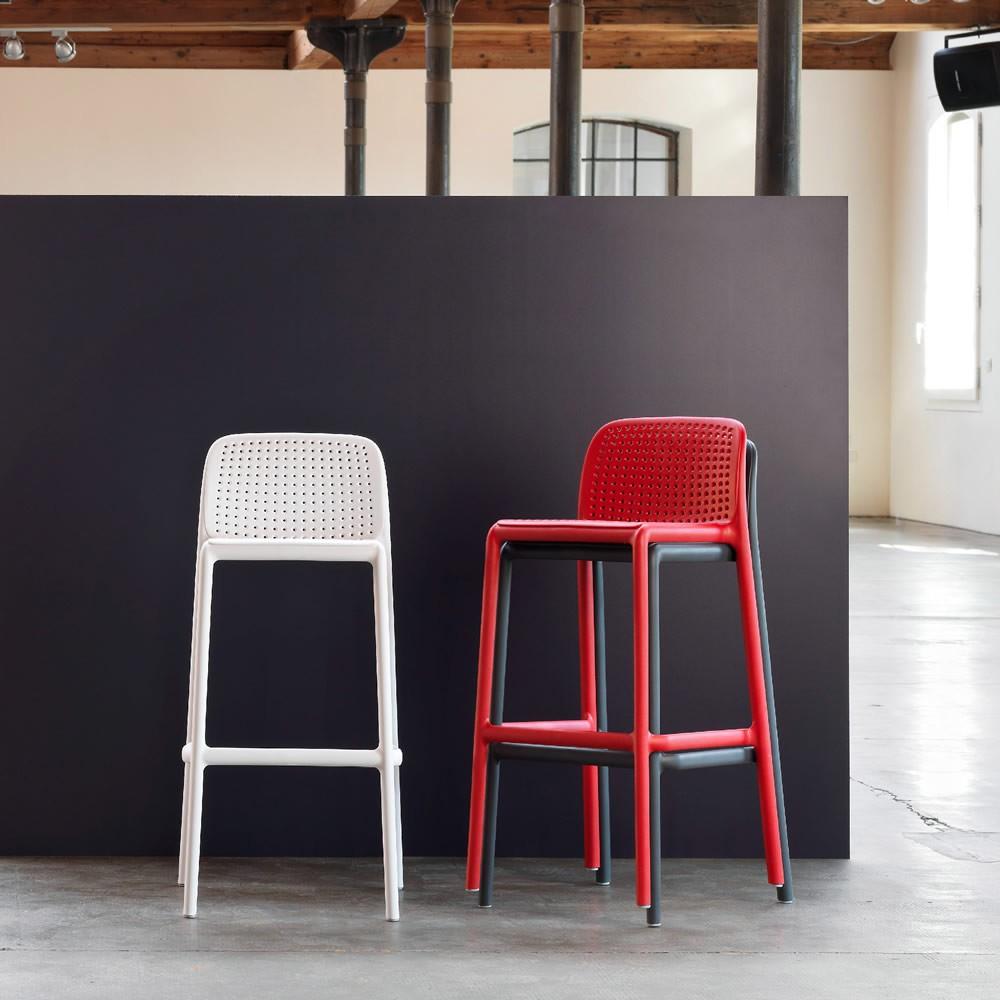Sgabelli da esterno per bar usati design casa creativa e for Vendita sgabelli online