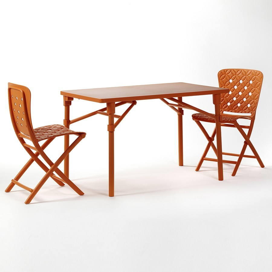Tavolo e sedie pieghevoli da giardino ed esterno zic zac - Tavolo esterno pieghevole ...