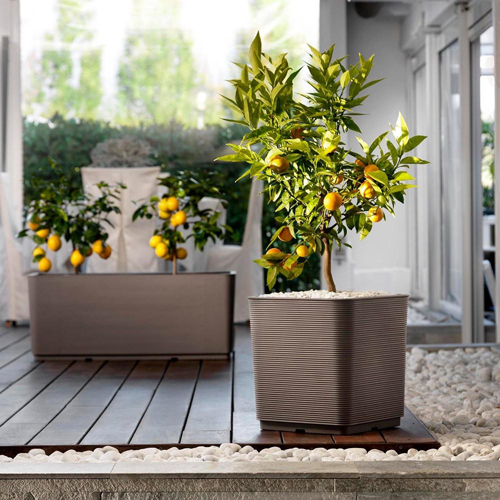 Vaso quadrato per esterno e giardino in resina for Vasi in plastica grandi