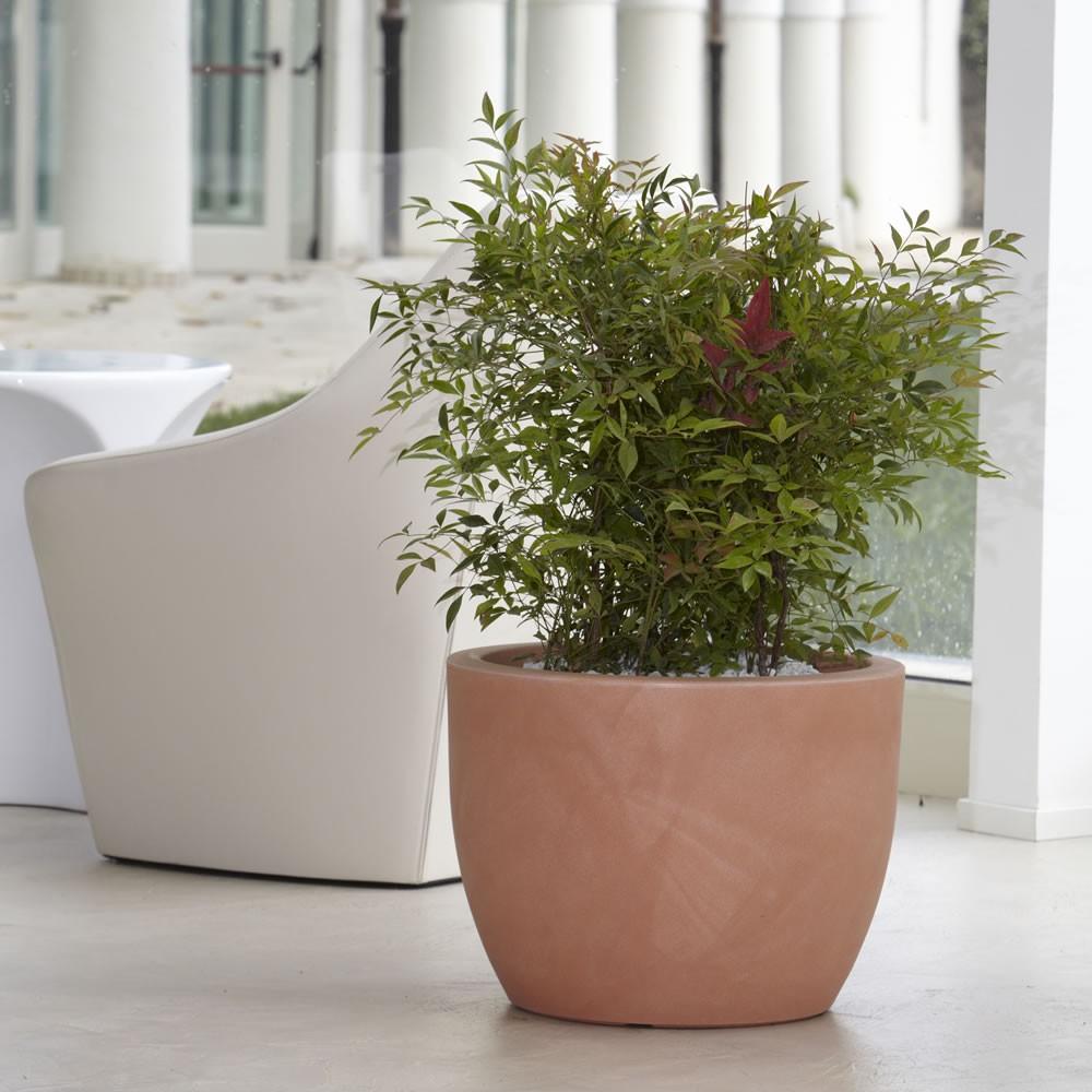 Vaso per piante da interno ed esterno hera nicoli for Negozio di metallo con appartamento