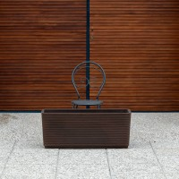 Cassa fioriera di design. Finitura rigata. Color Bronzo (100x40x40 cm).